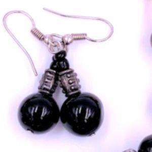 5/$15 vintage costume jewelry black earrings